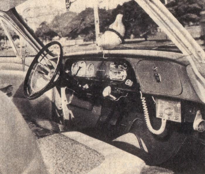 Tablero del Ford Taunus 17 M de 1961. El equipo de radio UHF es un agregado del dueño del Taunus. La foto es de la revista Parabrisas de junio de 1962.
