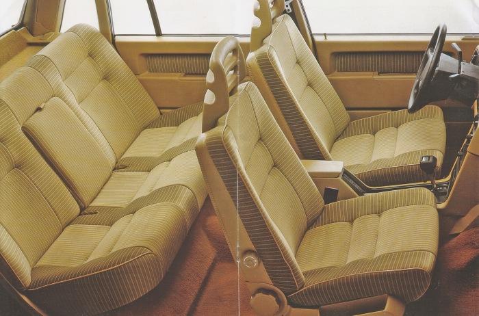 El interior del Volvo 740 GLE de 1985. La imagen corresponde a un folleto de la empresa AB Volvo de 1985.