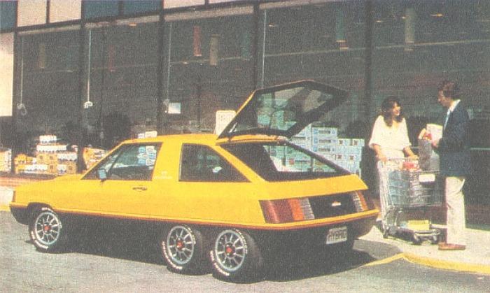 El amplio portón trasero del Hybrid de 1980 fabricado por Briggs & Stratton permitía el acceso a la zona de equipajes. La fotografía pertenece a la revista Parabrisas Corsa del 27 de febrero de 1980.