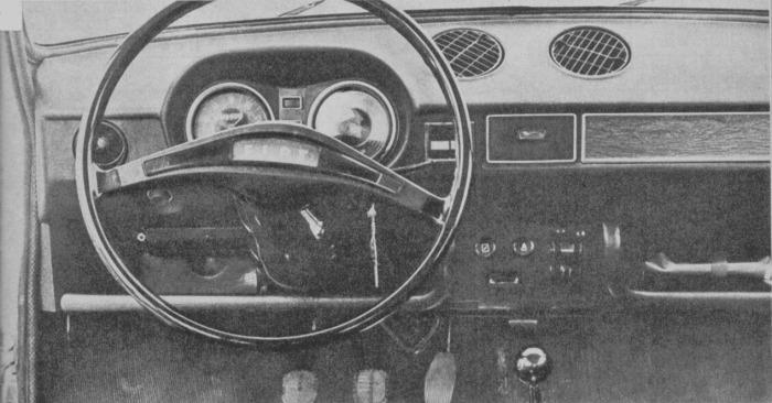 El tablero del Fiat 128 argentino de 1971. La fotografía es de la revista Parabrisas Corsa número 267 del 1 de junio de 1971.