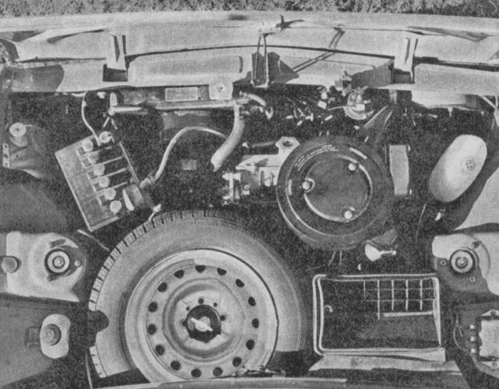 El motor transversal delantero del Fiat 128 argentino de 1971. La fotografía es de la revista Parabrisas Corsa número 267 del 1 de junio de 1971.