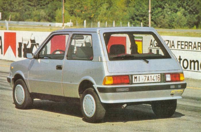 Cola del Innocenti 990 SE modelo 1986. La foto pertenece a la revista Automobilismo número 13 de diciembre de 1986.