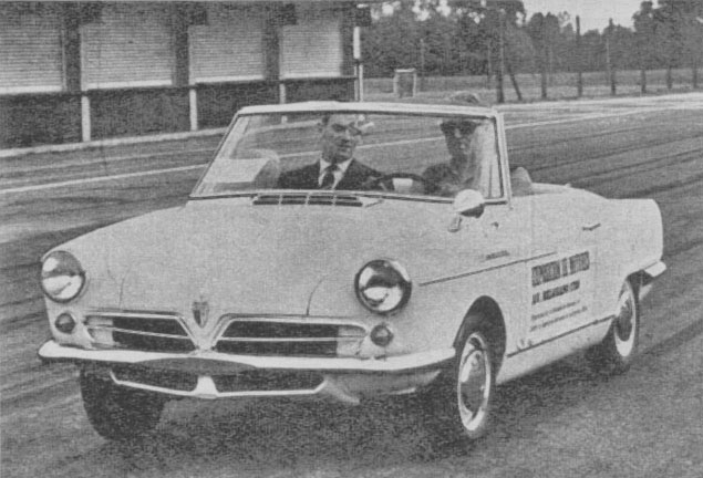 El NSU Spider Wankel en las pruebas en el Autódromo de Buenos Aires. Al mando el piloto Ramón Requejo y de copiloto el periodista Miguel Ángel Barrau. La fotografía es de la revista Automundo número 73 del 28 de  septiembre de 1966.