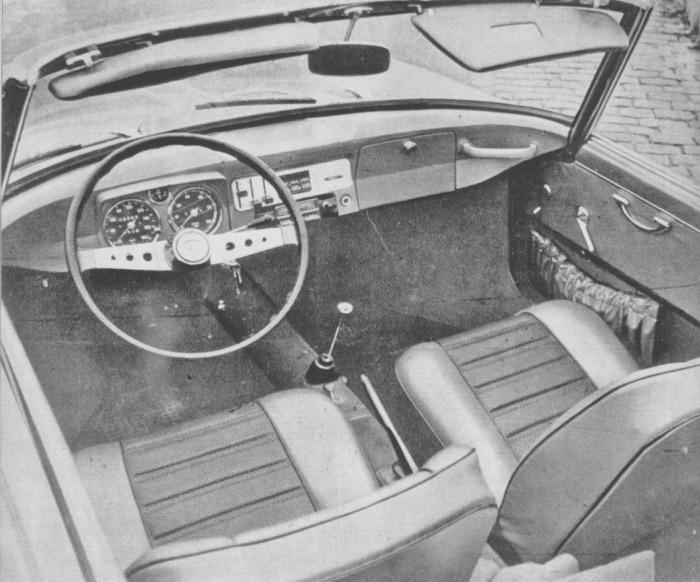 Vista del interior del NSU Spider Wankel. La fotografía es de la revista Cuatrorutas número 3 de julio-agosto de 1966.