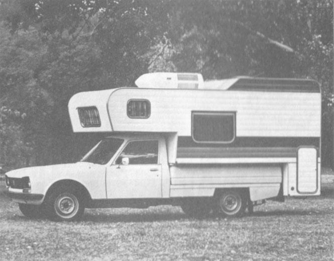 La versión casa rodante de la Peugeot 504 pick-up de 1981 presentaba en abril de ese año. La fotografía es de la revista Su Auto número 17 del mes de  mayo de 1981.