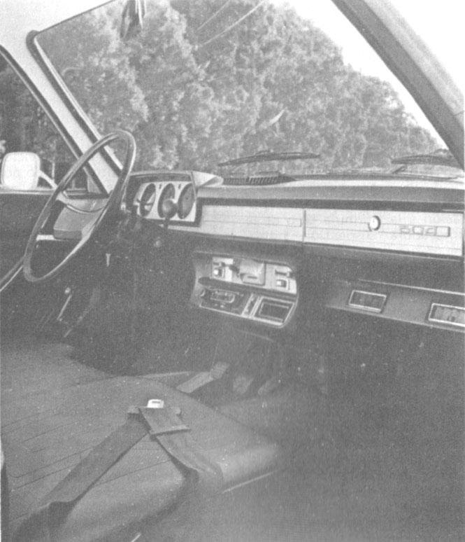 El interior de la Peugeot 504 pick-up de 1981 presentaba en abril de ese año. La fotografía es de la revista Su Auto número 17 del mes de  mayo de 1981.