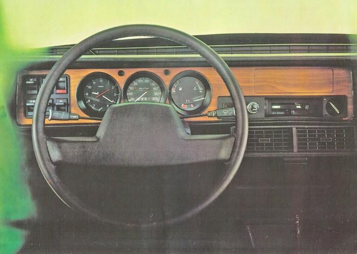 El tablero del Austin Princess 2000 HL modelo 1980. La foto corresponde a un folleto de la empresa inglesa British Leyland Ltd.