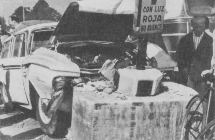 La Rambler Cross Country chocó en la localidad de San Isidro, provincia de Buenos Aires, y murieron tres personas. Fotografía de la revista Parabrisas número 45 de agosto de 1964.