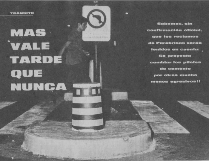 Un intento de colocar balizas de aluminio y con pintura reflectante. Fotografía de la revista Parabrisas número 54 de mayo de 1965.