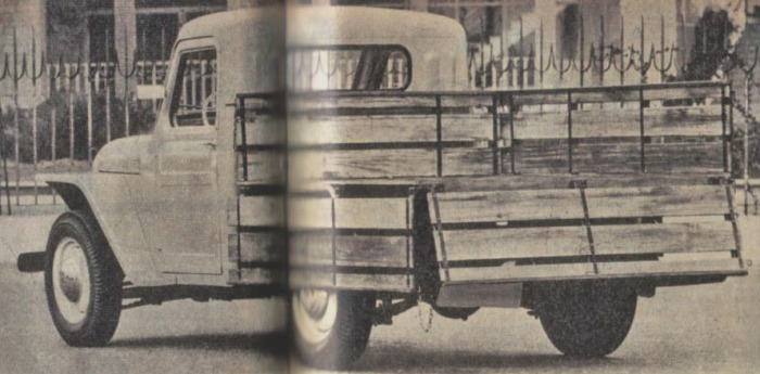 Rastrojero Diésel de 1963 de ¾ de perfil trasero izquierdo. Foto de la revista Parabrisas número 37 de diciembre de 1963.