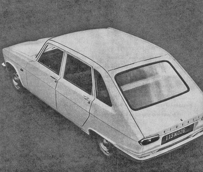 Los ¾ traseros izquierdos del Renault 16 de 1965 presentado en junio de ese año por la empresa Régie Nationale des Usines Renault. La fotografía es de la revista Parabrisas número 54 de mayo de 1965.