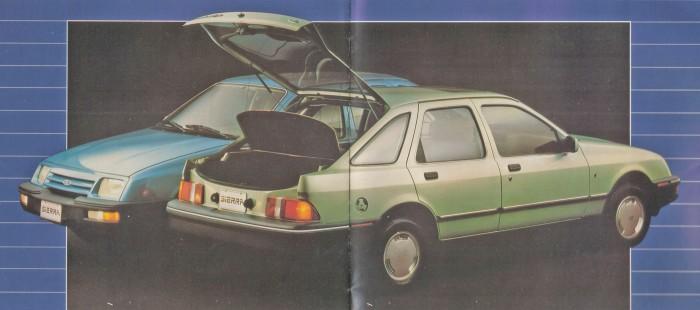 Al fondo un Ford Sierra L y adelante un Ford Sierra Ghia ambos 1984 de perfil. Foto de un folleto de Ford Motor Argentina.