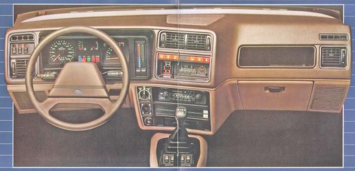 Tablero del Ford Sierra Ghia de 1984 de perfil. Foto de un folleto de Ford Motor Argentina.
