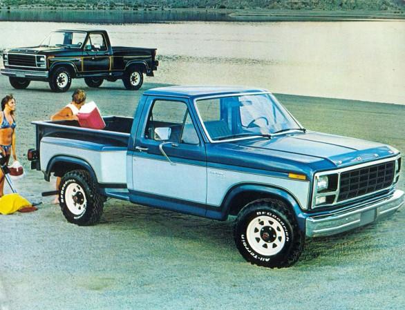 Camioneta Ford Custom F-150 del año 1980 con caja minera, es decir con el guardabarros en el exterior. Esta versión podía traer unos accesorios ornamentales especiales. Fotografía de un folleto de la empresa Ford Motor Company de agosto de 1979.