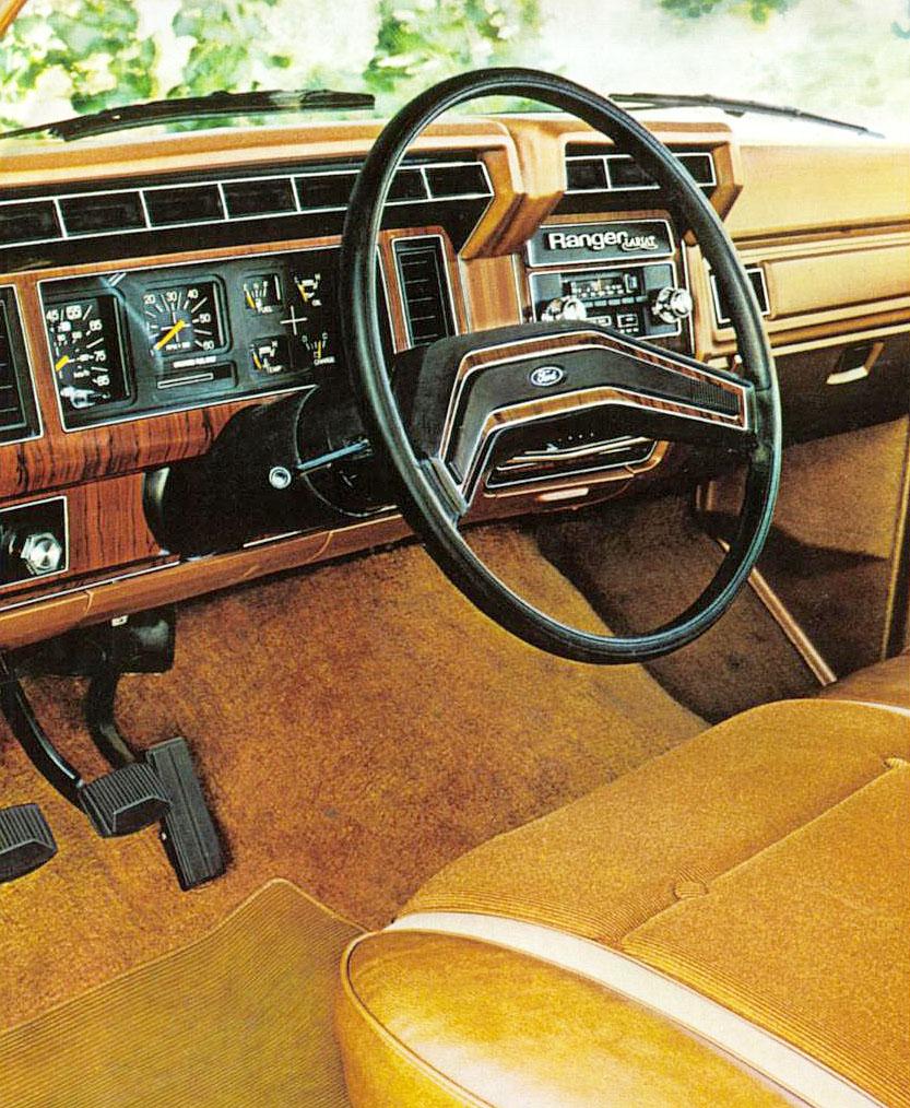 Tablero la camioneta Ford Ranger Lariat el modelo más lujoso de toda la gama del año