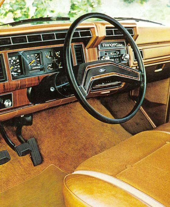 Tablero la camioneta Ford Ranger Lariat el modelo más lujoso de toda la gama del año 1980. Fotografía de un folleto de la empresa Ford Motor Company de agosto de 1979.