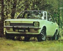 El Opel K 180 de 1975 fabricado por General Motors Argentina. La fotografía es un extracto de una publicidad aparecida en Clarín Revista del 7 de diciembre de 1975.