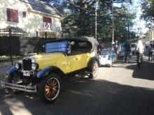 Los amigos fierreros de San Miguel. En primer plano el Chevrolet Champion 1928, detrás el Messerschmitt 1958 y al fondo la rural Mercedes-Benz 170 SD 1955. Foto tomada el día 26 de abril de 2015.