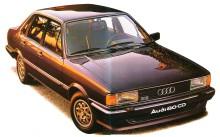 Audi 80 CD del año 1983 fabricado en Alemania era el modelo más lujoso de toda la gama. Los cinturones de seguridad, los ventiletes y la radio eran opcionales. En el modelo con motor turbo diésel venía sin el deflector frontal. Fotografía de un folleto de la empresa Audi de enero de 1983.