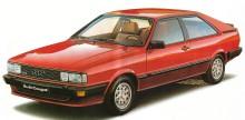 Audi Coupe GT 5E del año 1983 vista de ¾ de perfil delantero izquierdo. La fotografía es de un folleto de la empresa Audi AG de agosto de 1983.