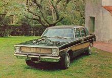 Valiant IV Coronado del año 1966 fabricado por Chrysler Fevre Argentina. La fotografía es de la revista Parabrisas número 68 de agosto de 1966.